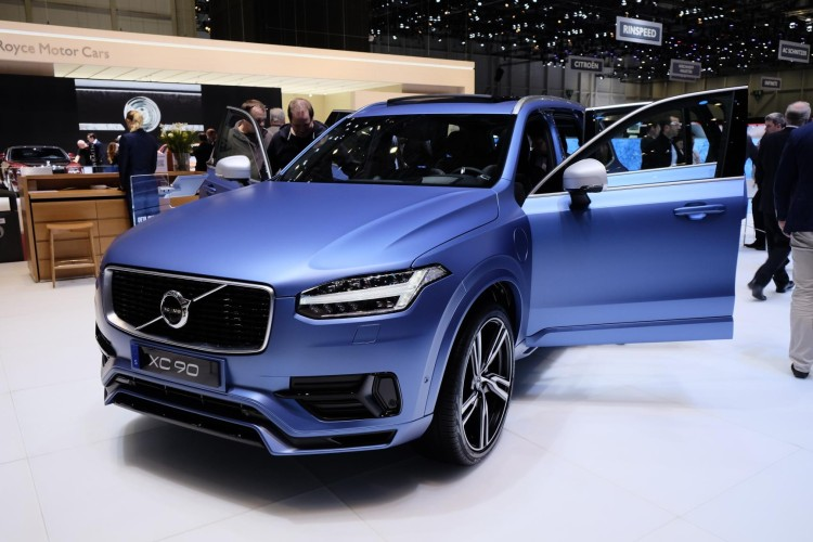 volvo-xc90-plug-in--matte-blue